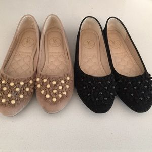 Set of two flat shoes.